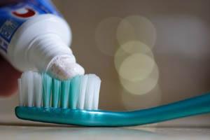 Le dentifrice et la brosse à dent