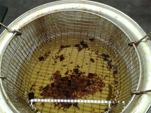 L'utilisation de farine facilite le nettoyage de la friteuse