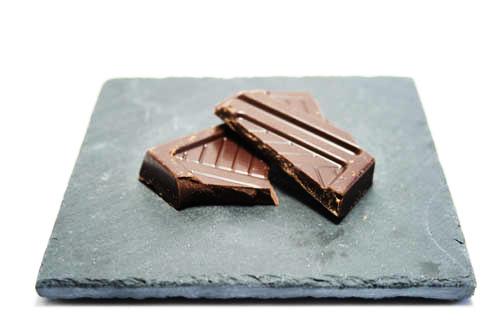 Carré de chocolat noir 70% de cacao.
