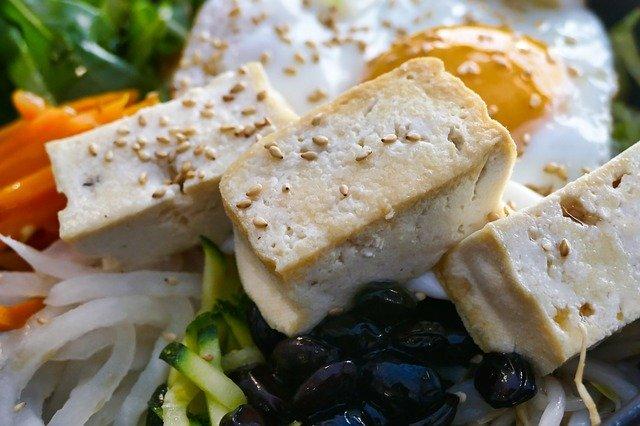 Tranches de tofu en salade